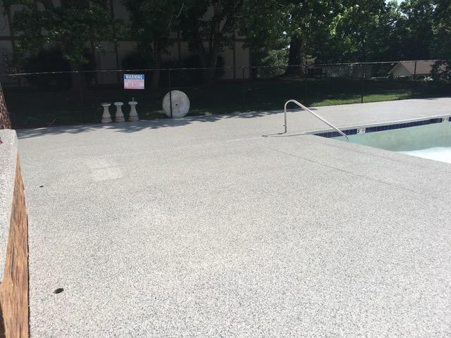 Elasti-Deck-pool